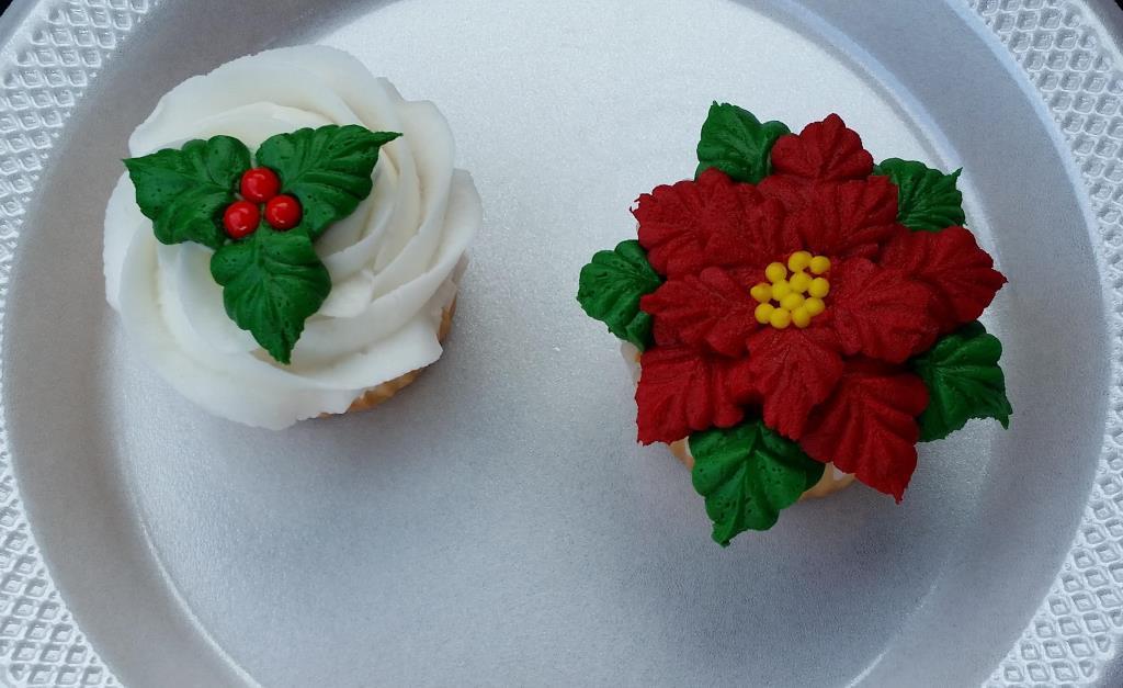 Poinsetta & Holly cupcakes-Intermediate Div.