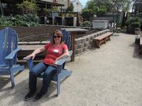 Garden workshop Sue in blue chair